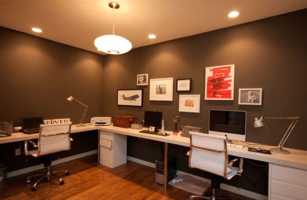 Clean-and-elegant-home-office-in-dark-colors-and-light-decor